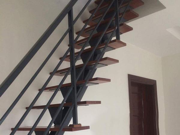 Cầu thang sắt cho phòng trọ